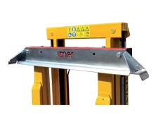 Adjustable crate-retaining blade